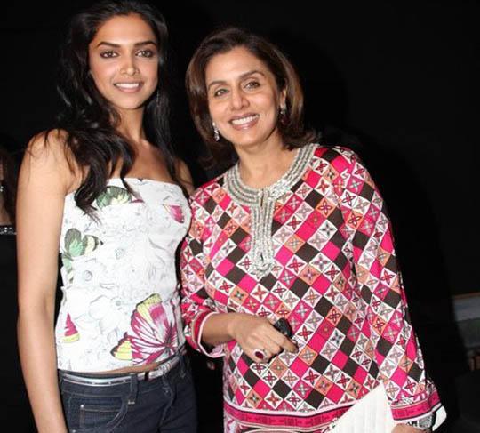 Deepika Poses With Neetu Singh
