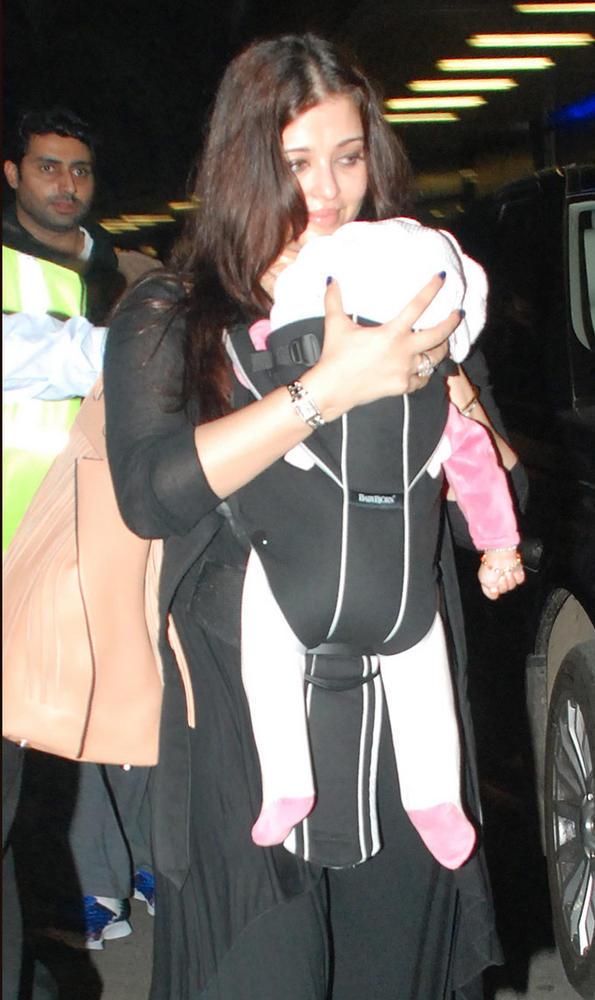 Aishwarya Carring Her Baby Aaradhya In Mumbai Airport