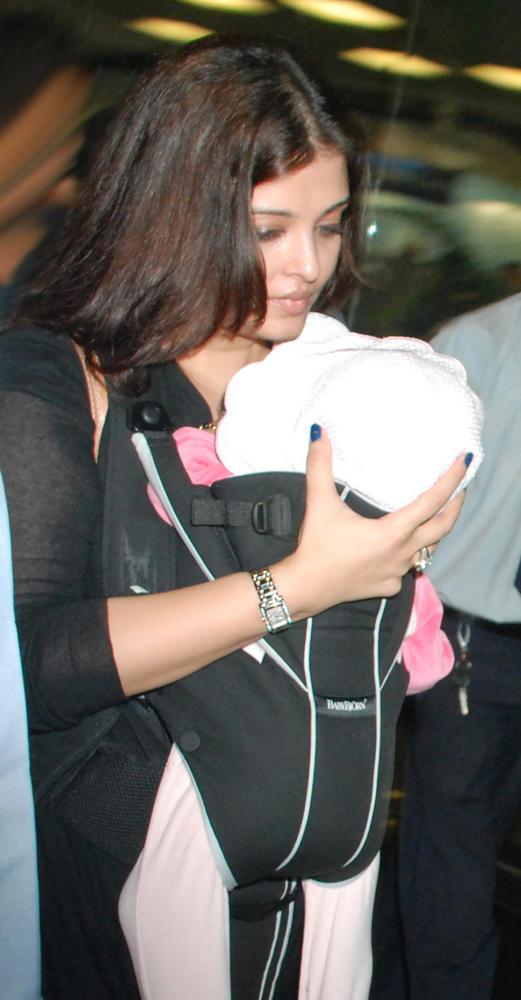 Aishwarya Spotted at Mumbai Airport With Baby