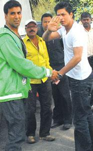 Akshay and Srk Latest Photo