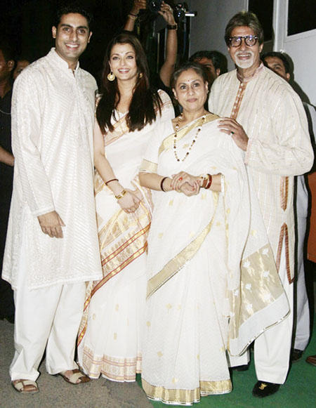 Jaya Bachchan Latest Still With Family