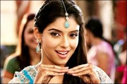 Asin Thottumkal Cute Dance Pic In Ready