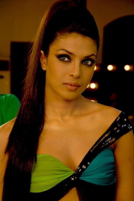 Priyanka Chopra Fashionable Look Stills