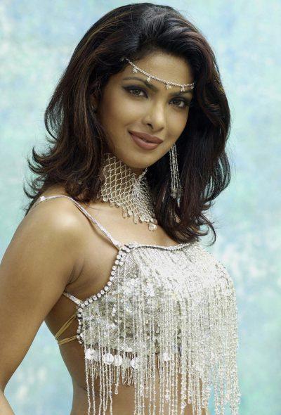 Priyanka Chopra Glamorous Look Wallpaper