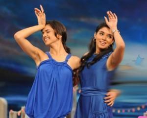 Asin Thottumkal and Deepika Cute Pose Wallpaper