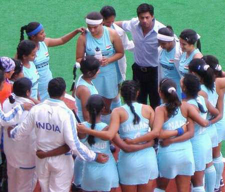 Shahrukh And Indian Women Hockey Team In Chak De India
