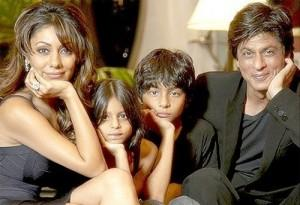 Shahrukh Khan With His Family Photo