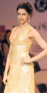 Deepika Padukone Gorgeous Dress Walk Still
