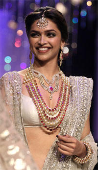 Deepika Padukone Sweet Beauty Still On Ramp