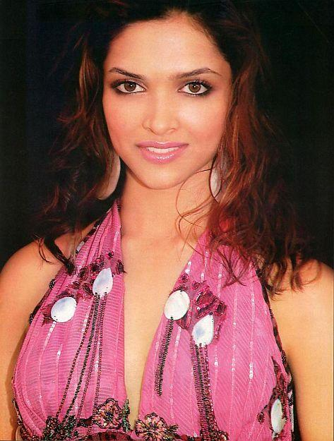 Deepika Padukone Sweet Hot Pic