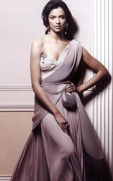 Deepika Padukone Wearing A Sculpted Saree