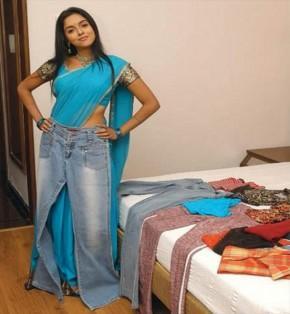 Asin Thottumkal Cute Sexy Pose In Saree