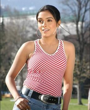 Asin Thottumkal Looks Melting Hot In Pink White Striped Tops