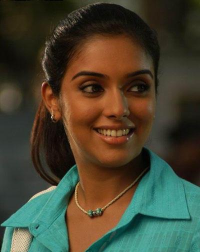 Asin Thottumkal Sweet Smile Sizzling Photo