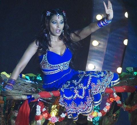 Bipasha Basu Latest Performance Still On Stage