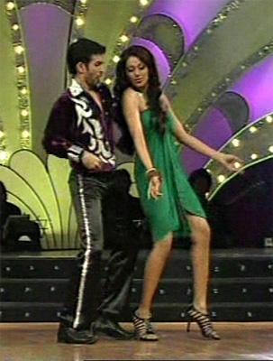 Bipasha Basu Sexy Dance Still