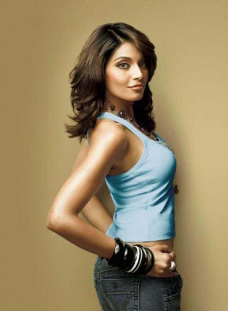 Bipasha Basu Sexy Pose Photoshoot