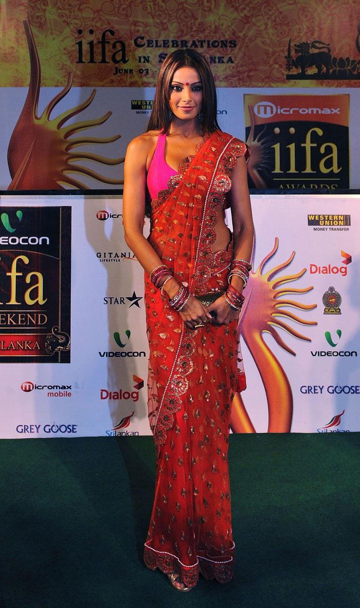 Bipasha Basu Sizzling Pic In Red Gorgeous Saree