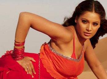 Bipasha Basu Stunning Hot Pic In Red Dress