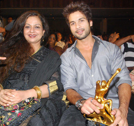 Shahid With Mother Neelima With