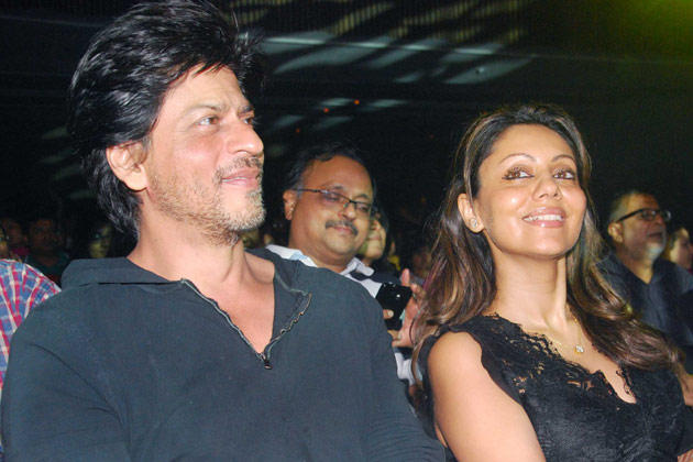 Shahrukh With Gauri Smiling Pic