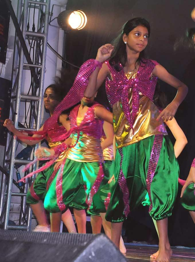 Suhana Khan Nice Dance Performs At Stage