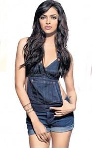 Deepika Padukone Dazzling Hot Sexy Pic