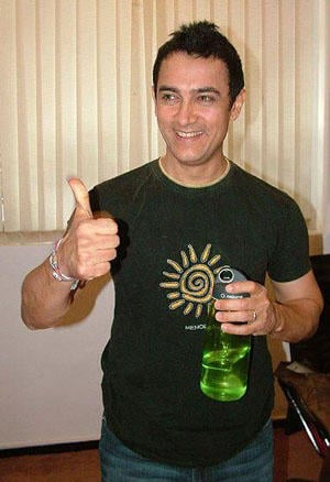 Aamir Khan Cute Smile Pic