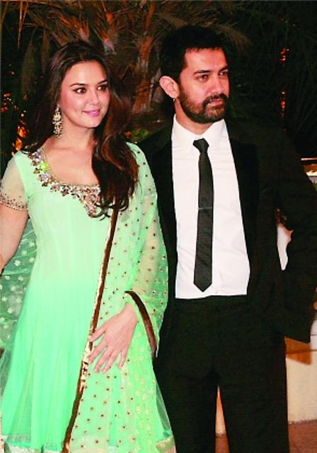 Aamir Khan Pose With Preity