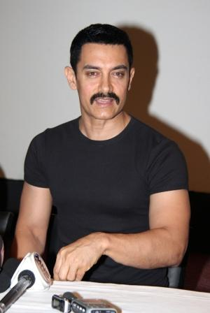 Aamir Khan Press Meet Still In Black T Shirt