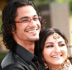 Kunal Khemu And Soha Sweet Smiling Pic In Dhoondte Reh Jaoge