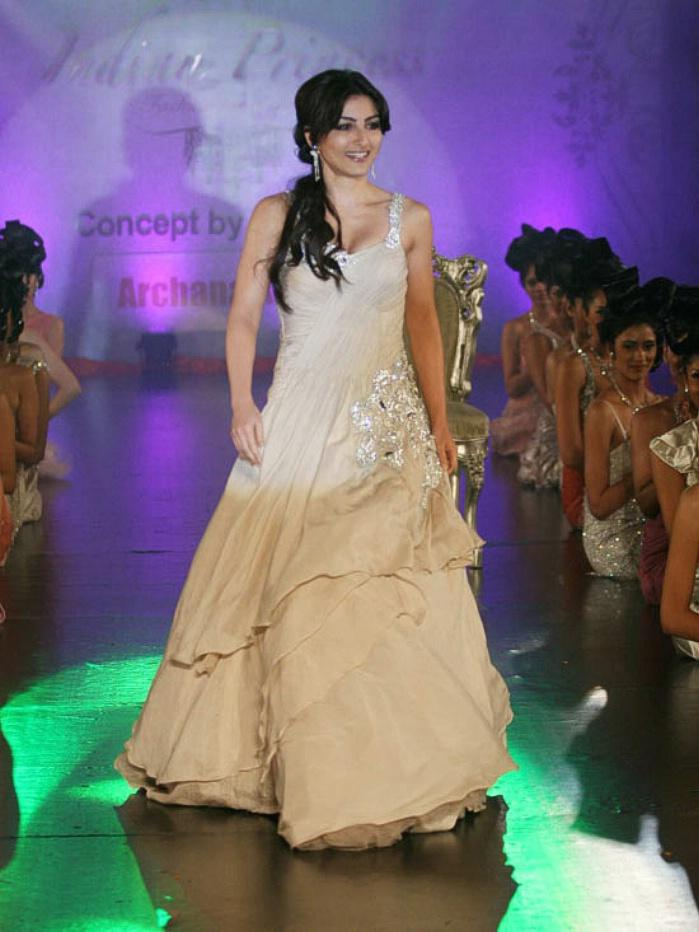 Soha Ali khan Glamour Look In Ramp