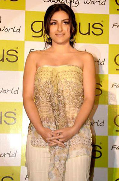 Soha Ali Khan Strapless Dress Nice Stills