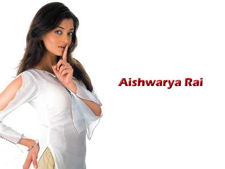 Aishwarya Rai Latest Cute Pose Wallpaper