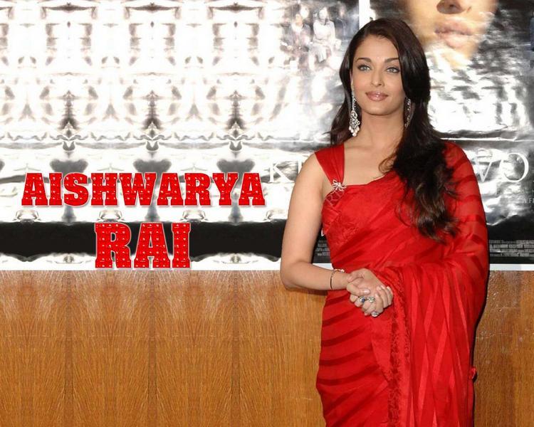 Aishwarya Rai Sizzling Wallpaper In Red Saree