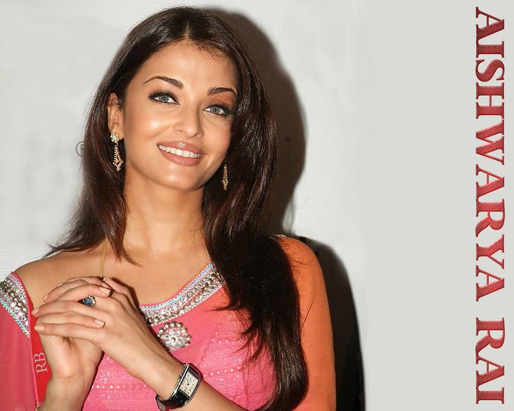Aishwarya Rai Smiling Look Wallpaper