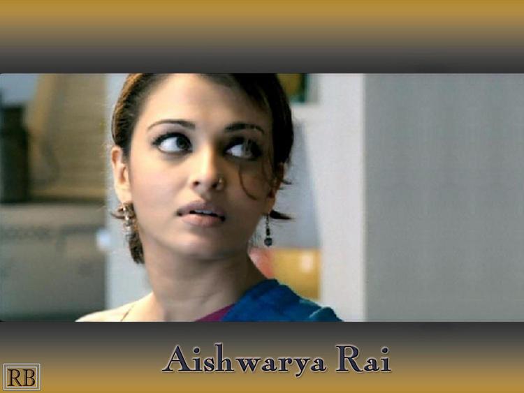 Cute Aishwarya Rai Wallpaper
