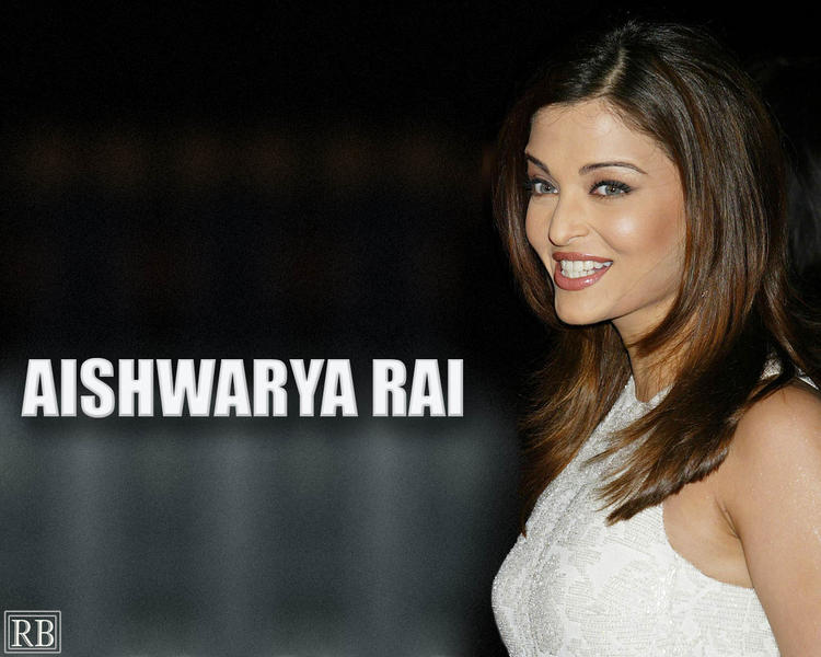 Smiling Beauty Aishwarya rai Wallpaper