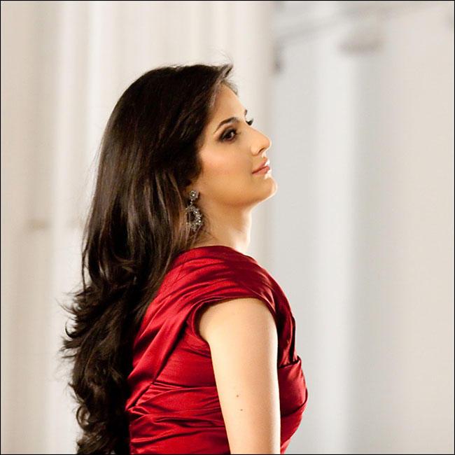 Bollywood Actress Katrina Kaif New Lux Beauty Oils Ad