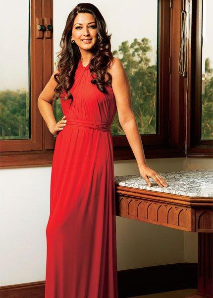 Gorgeous Sonali Bendre In Red Dress Pic For Oriflame
