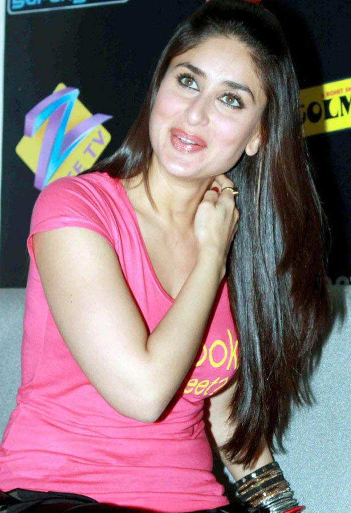 Kareena Kapoor Cute Shiny Pic In Pink T Shirt