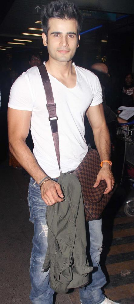 Karan Tacker Stylist Look At Airport