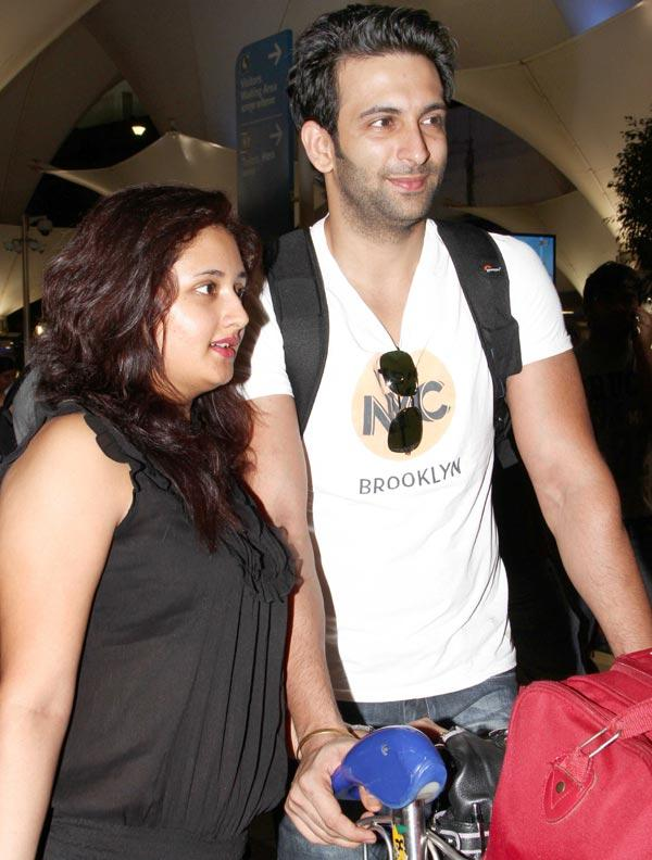 Nandish With Wife Rashmi Nice Look At Airport