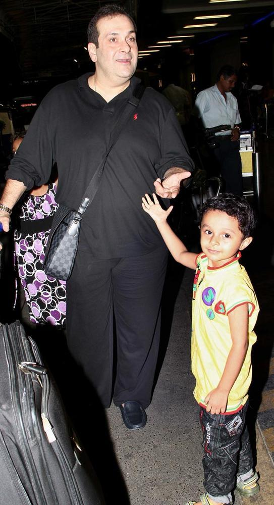 Rajiv Kapoor With A Kids At Airport