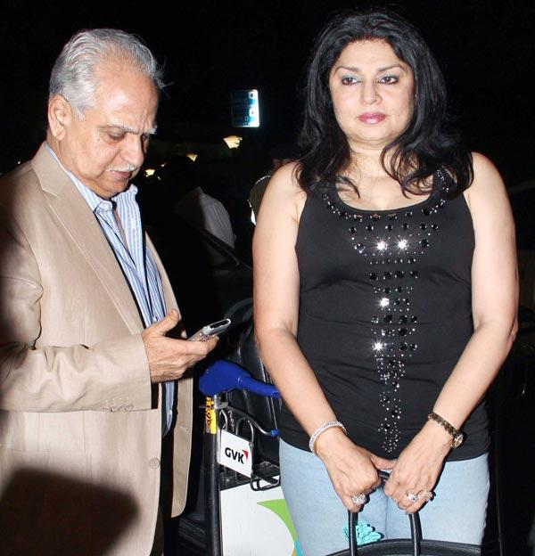 Ramesh With Wife Kiran Spotted At Airport