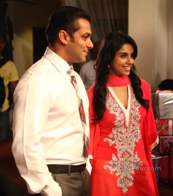 Asin Thottumkal and Salman In Ready