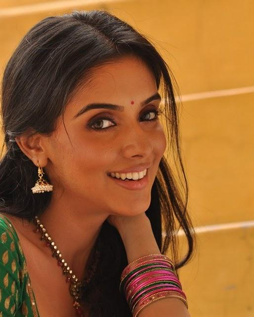 Asin Thottumkal Cute Face Still