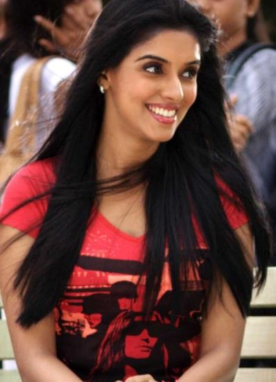 Asin Thottumkal Cute Smile Pic