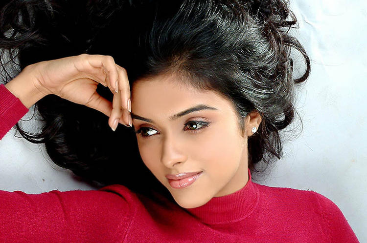 Asin Thottumkal Deadly Pose Photo Shoot