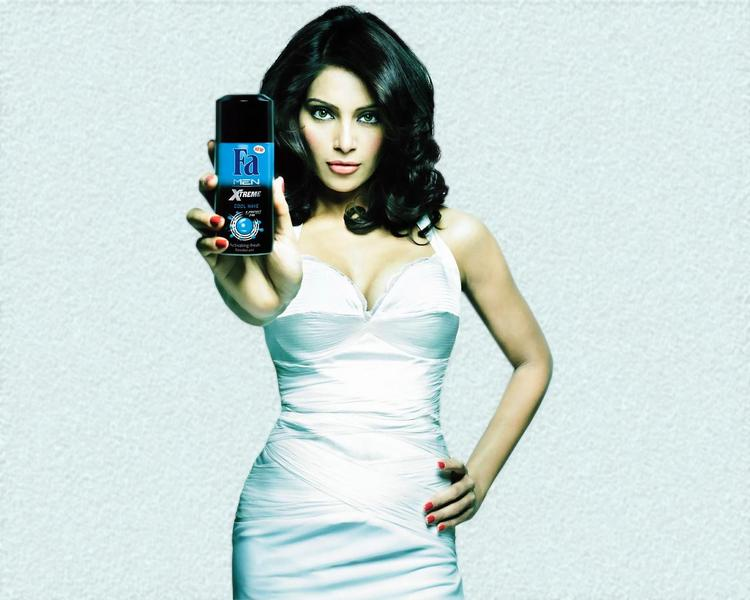 Bipasha Basu Launches Fa Men Xtreme Deodorant